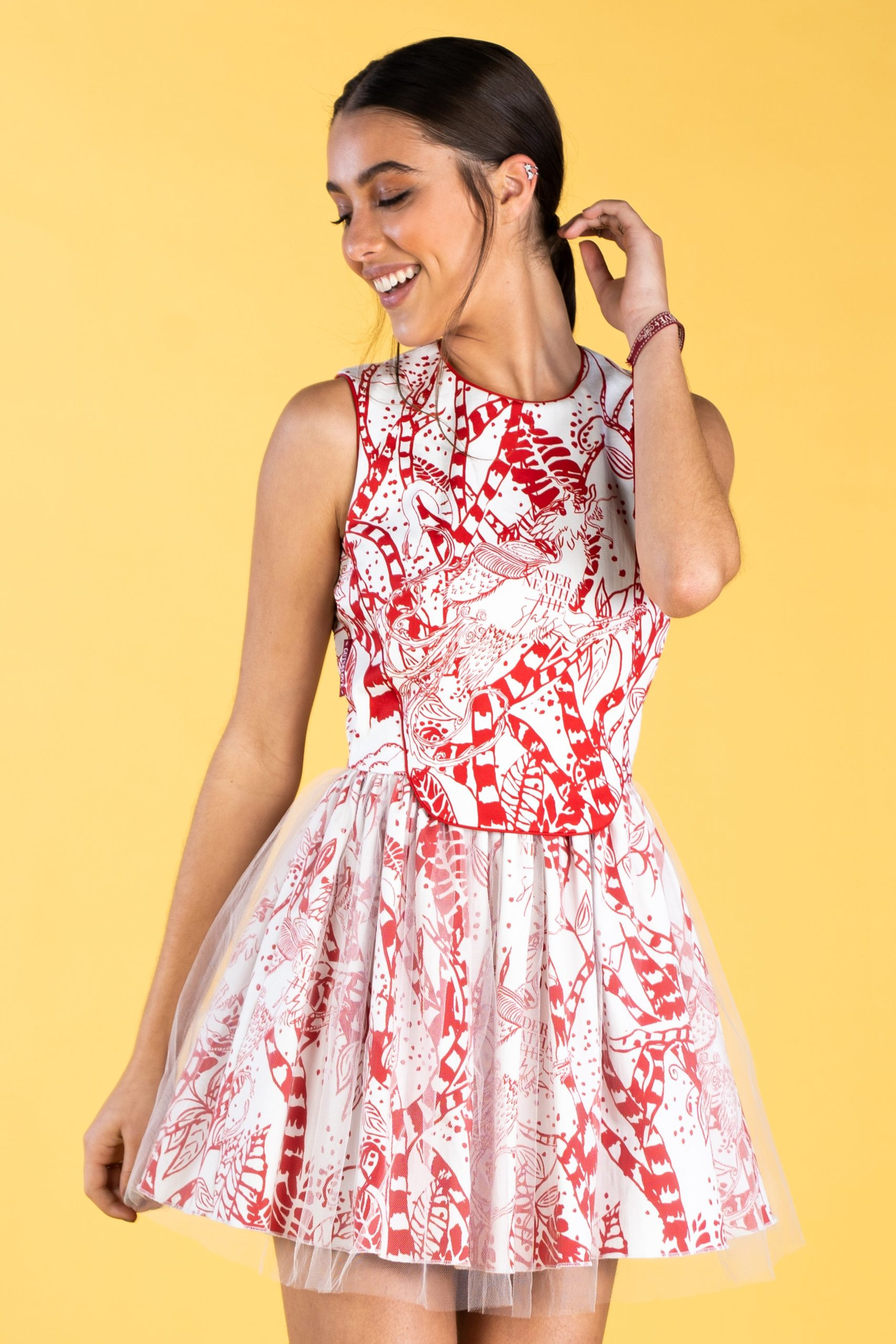 Guts and love. Vestido corto Summer stories in red de la colección primavera verano 2020 Underneath the star