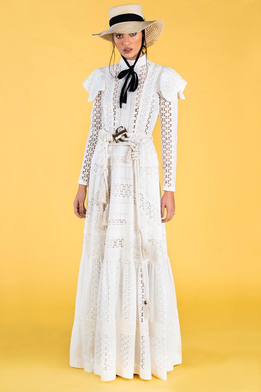 Guts and love. Vestido largo blanco Weaving strars de la colección primavera verano 2020 Underneath the star
