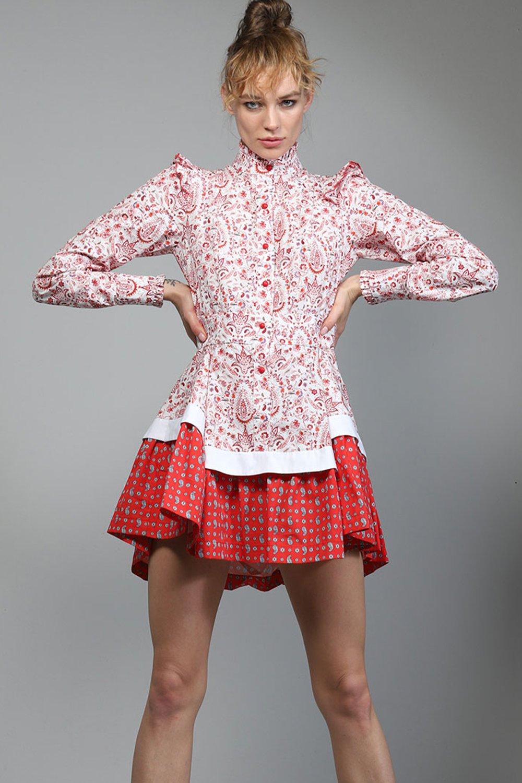 Vestido Touché mixed dress con manga larga de corte evasé en mezcla de estampados y volantes en los hombros.